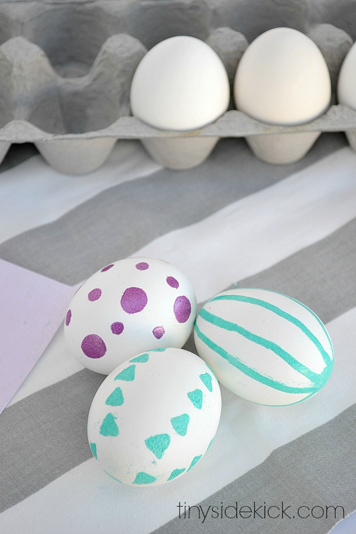 embossed-Easter-eggs-decorating-eggs-easter-egg-decorating-coloring-eggs-dying-eggs-6