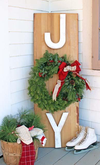natural-wreath-joy-sign